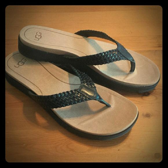 5530e529ef6 Ugg Lorrie Sandals Flip Flops sz 9.5. M 5a4d2206f9e5019fe801efd9